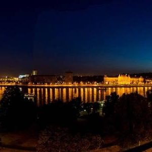 Luxury 130 m2 riverview Penthouse with big balcony